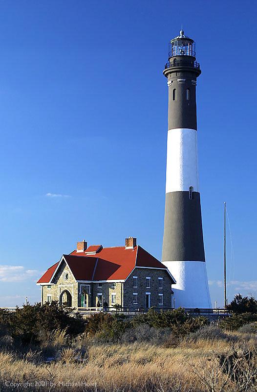 lighthouse-01.jpg